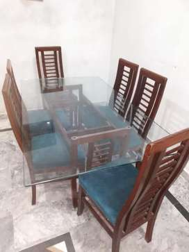 Almost new dinning table with 6 chairs