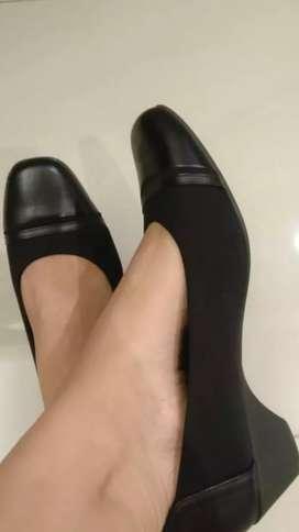 Sepatu pantofel wanita merk Bata mulus no.39