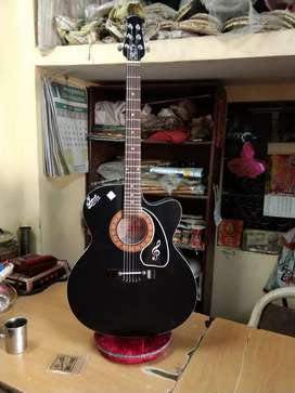 New branded Acoustic guitar with amazing sound quality discount offer