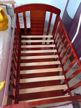 Babyhug crib with mattress