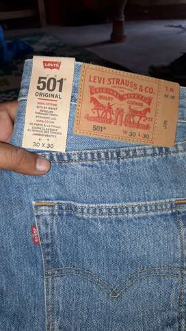 Levis stretchable stock available