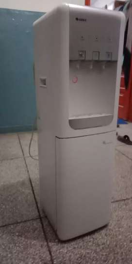 GREE Water Dispenser Model GWJL500F