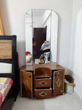 Dressing table with foldable mirrors.