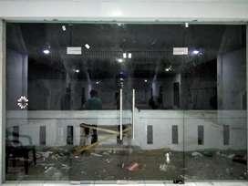 Pintu kaca tempered dan kusen alumunium kaca