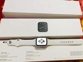 Brand new Apple watch series 6 40mm white sport band (20 days old
