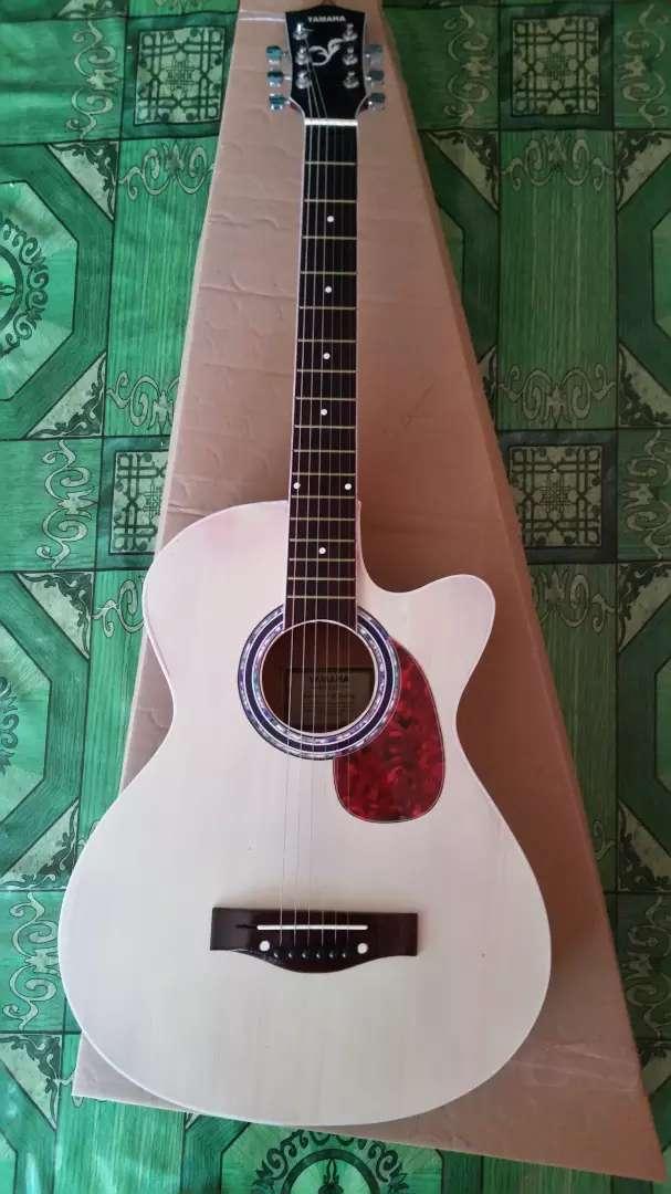 Gitar akustik standart yamaha natural 0