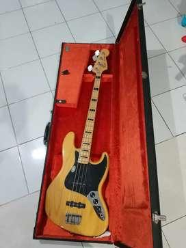Di jual Fender American Vintage 75