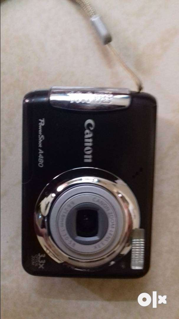 Cannon digital camera with orginal kit 0