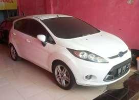 Dijual Ford fiesta Sporty AT 2013 free jasa servis
