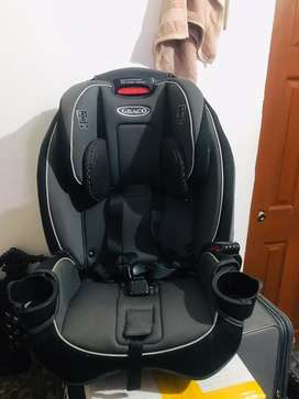 Graco car seat for 0to12years kids,very good in condition only in 20k