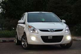 Hyundai i20 petrol 2011 model white colour 1200cc Chandigarh No.