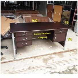 Meja kantor 1 biro kaki besi berkualitas kokoh dan kuat