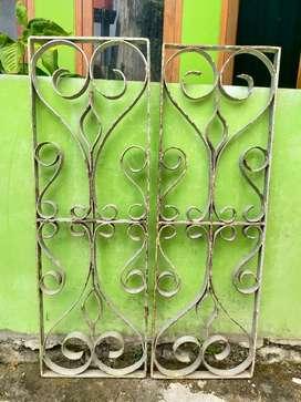 Sepasang Boven Besi Keling Antik Pintu Rumah Jadul