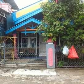 Jual Murah Rumah dan 2 unit Toko Strategis di Padang