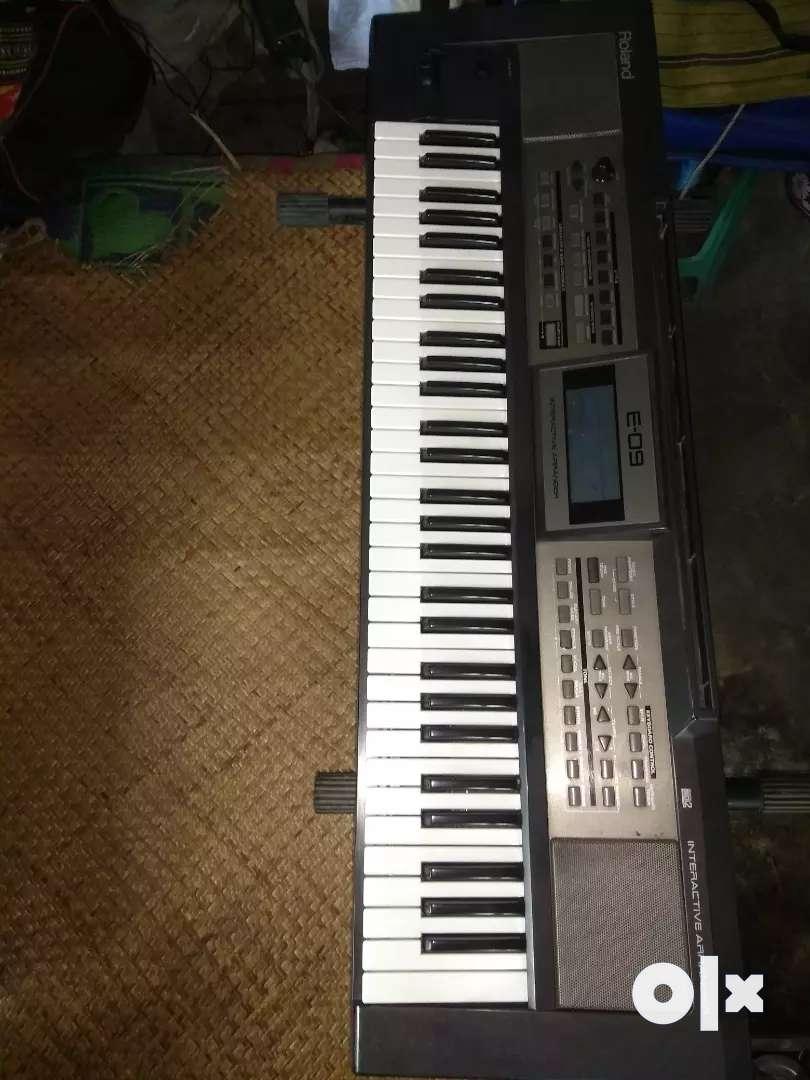 Roland E - 09 keyboard