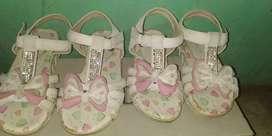 Sandal anak perempuan buat usia 3-5 THN.ada 2 pasang
