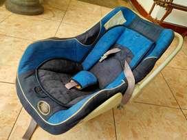 Kursi mobil anak Pliko mulus murah