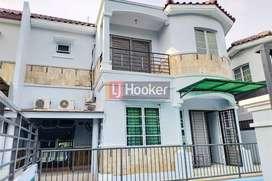 Dijual Rumah Mewah Ada Swimming Pool Full Furnished di Villa Rafflesia