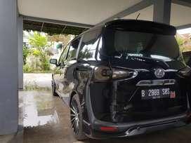 Toyota Sienta Tipe G AT warna hitam
