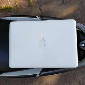 BISA NEGO Laptop Macbook Mulus White 2010 Bukan Pro 2015 MF841
