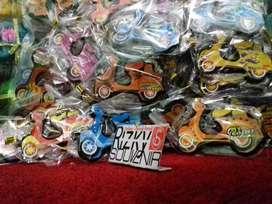Souvenir 50PCS Murah Gantungan Kunci Motor VESPA_Rizky Souvenir