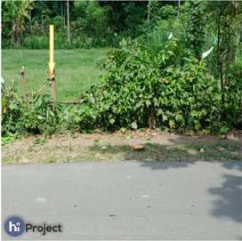 Tanah pinggir jalan di Lembar Lombok barat T189