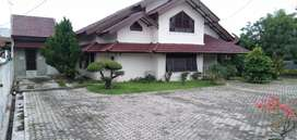 Rumah luas dan halaman luas