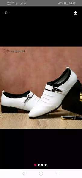 Sepatu pantopel putih