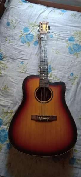 Dzire acoustic guitar in excellent condition selling for money contact