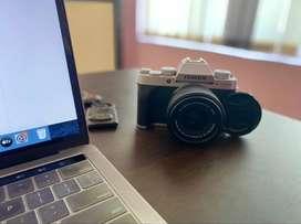 Fujifilm XT 200, 2 months old (15-45 Kit lens, 16GB SD Card, Bag)