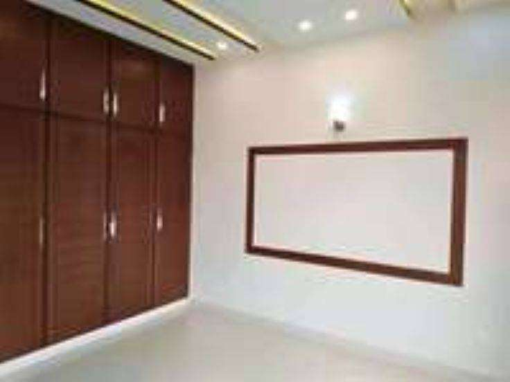 furnished room available in one canal house in Dha phase4 Lahr