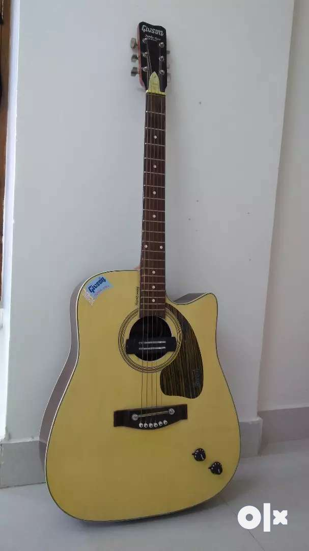 Gibson Acoustic Guitar with Bag 0