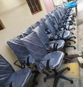 Office rolling  & executive chairs 100 nos available