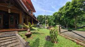 Rumah dengan Halaman Luas di Villa Cinere Mas