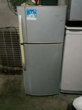 Jual cepat kulkas Sharp 2 pintu masih bawaan pabrik+garansi satu bulan