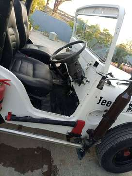 Jeep new engine new tyre no damage use by one hand ok condition