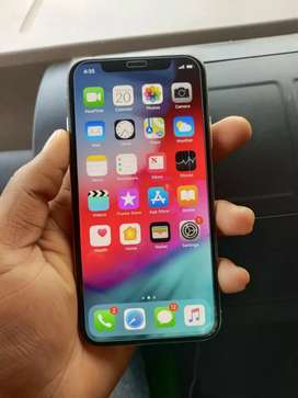IPhone X (64GB) silver colour 9 month old