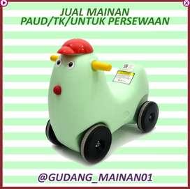 mainan mobil-mobilan berbentuk ayam dengan warna yang menarik