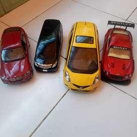 Mainan mobilan  anak anak