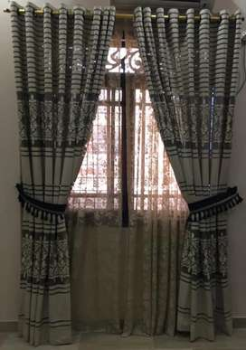 Beautiful curtain in very excellent condition