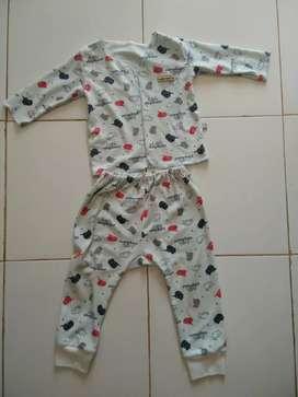 Preloved - Setelan panjang usia bayi 0-9 bulan