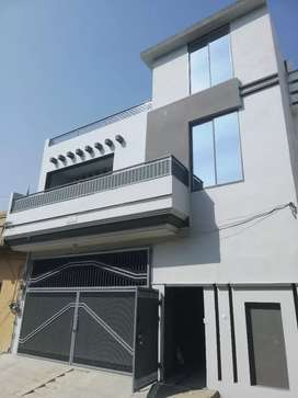 6 marla upper portion available for rent in Green city.
