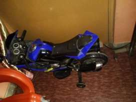 Good condition  blue color and black dabal battery hai