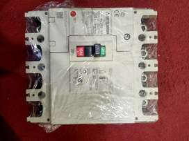 4 pole MCCB circuit breaker