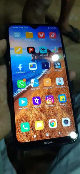 Redmi 8  4gb 64 gb 11 manths phone 4 gb 64 gb