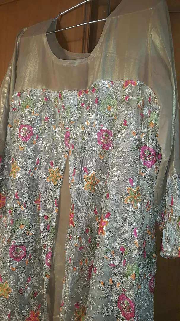 3 Beautiful embroidered dresses on pure stuff 0