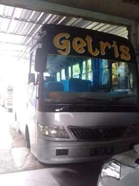 Bus medium yayasan mistubishi