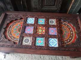 Centre table 5ft x 2.7ft, for sale. Hand carving beautifull wood tabl