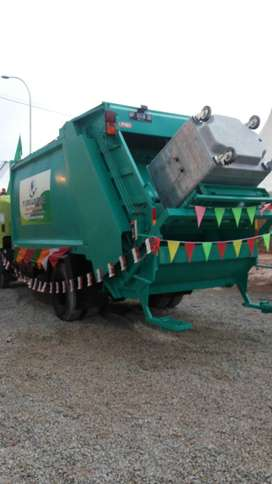 Hydraulic Garbage Compactor