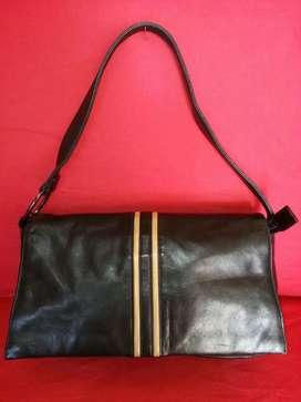 Tas import eks TOMBOY WIZ hitam kulit asli shoulder bag